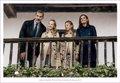 Los Reyes vuelven a felicitar la Navidad con una instantánea familiar en Asturias