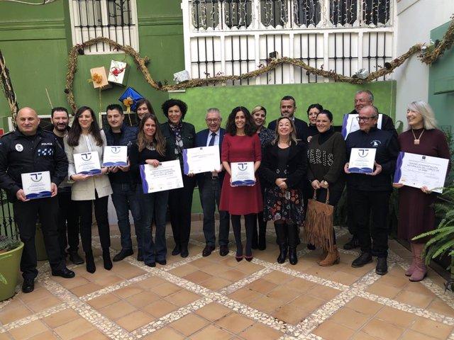 La consejera Cristina Sánchez junto a los representantes de Instituciones de Puerto Lumbreras que han sido distinguidos por el SICTED.