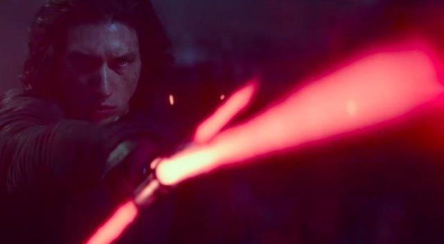 Adam Driver es Kylo Ren en Star Wars: El ascenso de Skywalker