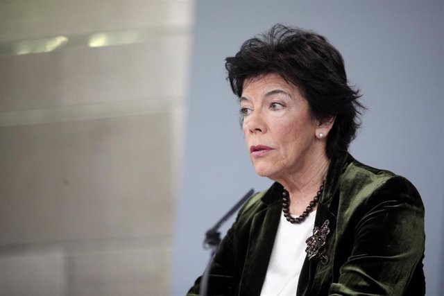 La ministra Portavoz, y de Educación y Formación Profesional en funciones, Isabel Celaá, durante su comparecencia ante los medios de comunicación, tras la reunión del Consejo de Ministros en Moncloa en Madrid (España), a 13 de diciembre de 2019.
