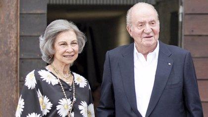 Los Reyes Juan Carlos y Sofía felicitan la Navidad de lo más familiares
