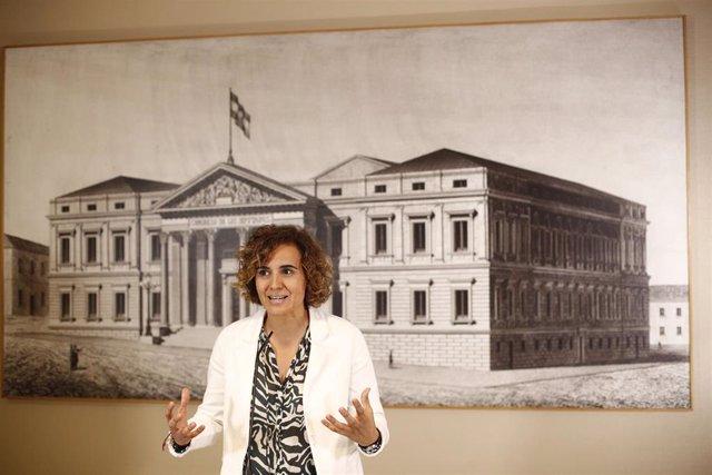 La eurodiputada del PP y exministra de Sanidad, Dolors Montserrat, ofrece una rueda de prensa en el Congreso de los Diputados tras acatar la Constitución.