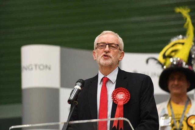 Jeremy Corbyn comparece ante la prensa este viernes en Londres