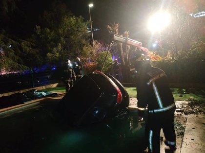 Cae un coche a la piscina de una guardería de Las Rozas cuando su conductor se saltó un control de alcoholemia