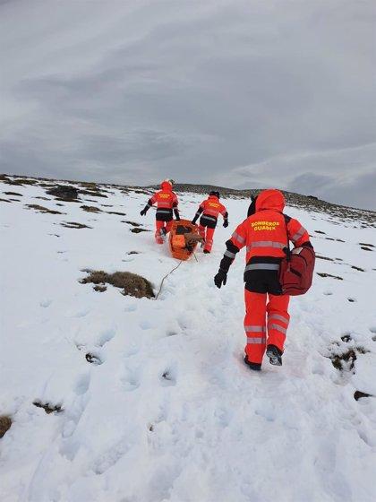 Los Bomberos de Guadix (Granada) rescatan a un montañero accidentado a 2.500 metros en el Puerto de La Ragua