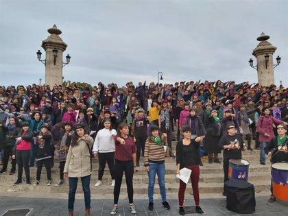 """""""I la culpa no era meua, ni d'on estava ni com vestia"""": feministas valencianizan el himno global contra el patriarcado"""