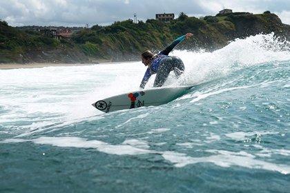 Tres asturianas lucharán este fin de semana en Galicia por convertirse en la campeona de la SuperLiga Siroko de surf