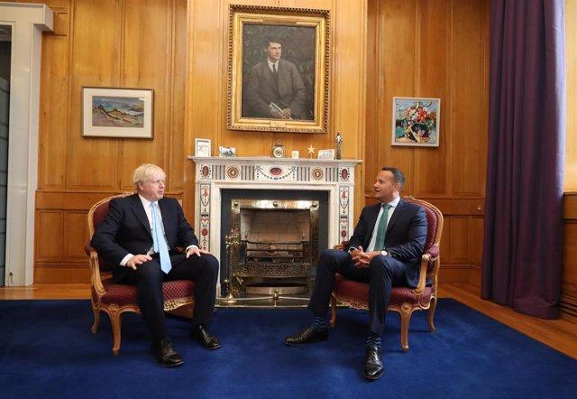 Los primeros ministros de Reino Unido, Boris Johnson, e Irlanda, Leo Varadkar
