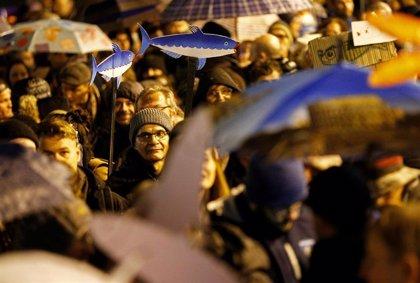 El movimiento de 'Las sardinas' celebra su primera gran manifestación como oposición cívica a Salvini