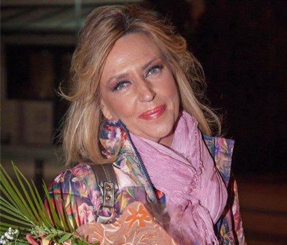Lydia Lozano celebra su cumpleaños en la fiesta de Navidad de 'Sálvame' y desvela su edad