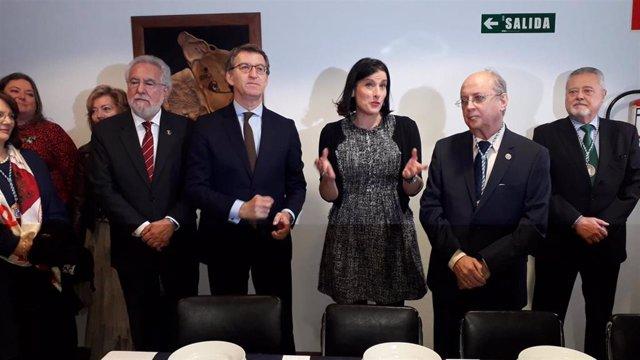 El presidente de la Xunta en el Centro Gallego de Santander con la alcaldesa, Gema Igual