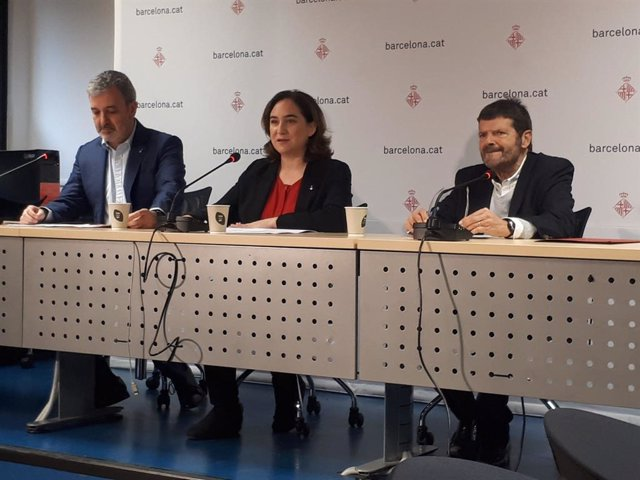 L'alcaldessa de Barcelona, Ada Colau, el primer tinent d'alcalde de Barcelona, Jaume Collboni, i el tinent d'alcalde de Seguretat de Barcelona, Albert Batlle, anuncien la convocatòria de 260 agents de Guàrdia Urbana el 2020.