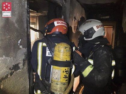 Un perro fallecido y dos personas atendidas en el incendio de una vivienda en Vila-real