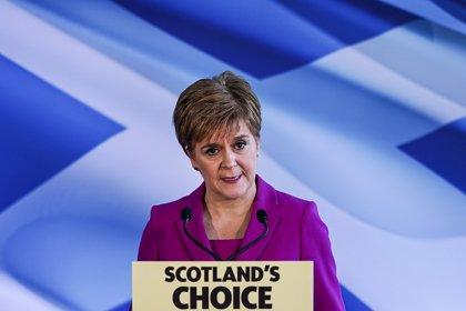 Sturgeon insiste a Johnson en que acepte un nuevo referéndum de independencia para Escocia