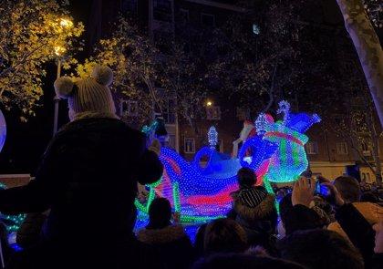 La Cabalgaza llena de luz y color las calles de Valladolid para el disfrute de miles niños