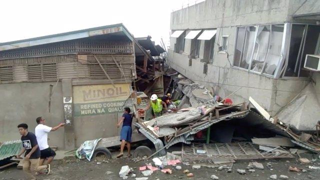 Daños producidos por un terremoto en Filipinas