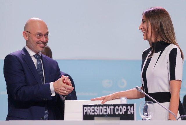 El ministro del Clima de Polonia y presidente de la COP24, Michal Kurtyka, ha realizado el traspaso de la presidencia a la ministra de Medio Ambiente de Chile, Carolina Schmidt Zaldívar, en la Cumbre del Clima en Madrid