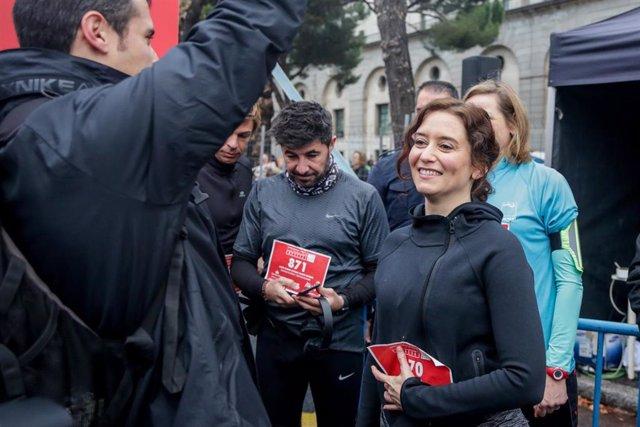 La presidenta de la Comunidad de Madrid, Isabel Díaz Ayuso, participa en la Carrera de las Empresas, organizada por Actualidad Económica, en Madrid a 15 de diciembre