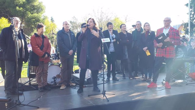 L'alcaldessa de Barcelona, Ada Colau, intervé en la inauguració dels jardins del Doctor Pla i Armengol