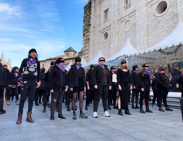 """Mujeres de Valladolid se unen al """"latido mundial"""" de 'Un violador en tu camino'"""