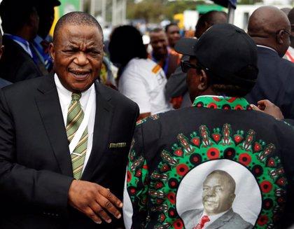 Detenida por presunto fraude la esposa del vicepresidente de Zimbabue