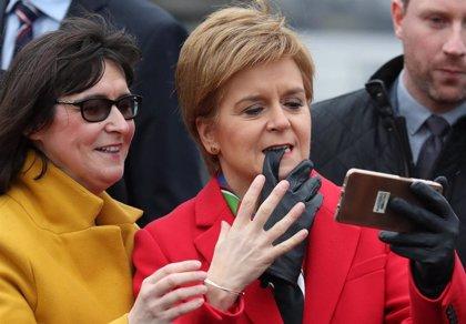 """Sturgeon advierte a Boris Johnson de que """"Escocia no puede ser prisionera"""" de Reino Unido"""