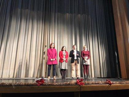 Unos 250 mayores de Jaén participan en la Gala de Navidad celebrada en el teatro Darymelia