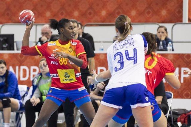 La internacional española de balonmano Shandy Barbosa en el partido ante Rusia en el Mundial