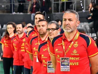 """Carlos Viver: """"Hay que poner los pies en el suelo, saber quiénes somos y apoyar a este grupo"""""""