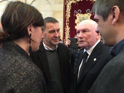 """Otegi recuerda """"el exilio"""" de Puigdemont tras participar en el homenaje de los lehendakaris huídos en la guerra civil"""
