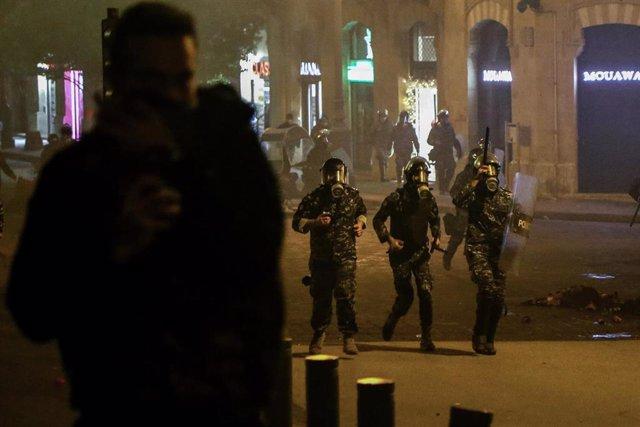 Disturbios entre policías y manifestantes en Beirut