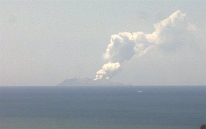 Nueva Zelanda guarda un minuto de silencio por las víctimas de la erupción volcánica en la Isla Blanca