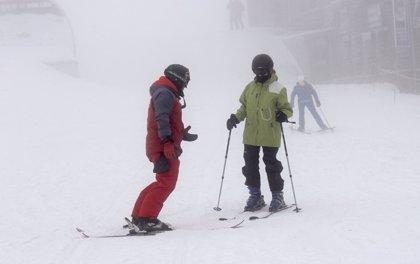 La estación de esquí de Sierra Nevada (Granada) retrasa su apertura por rachas de viento de 100 kilómetros por hora