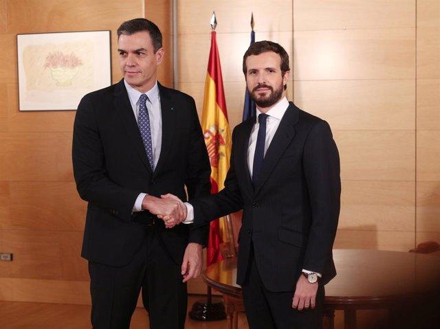 El president del Govern central en funcions, Pedro Sánchez, i el president del PP, Pablo Casado.