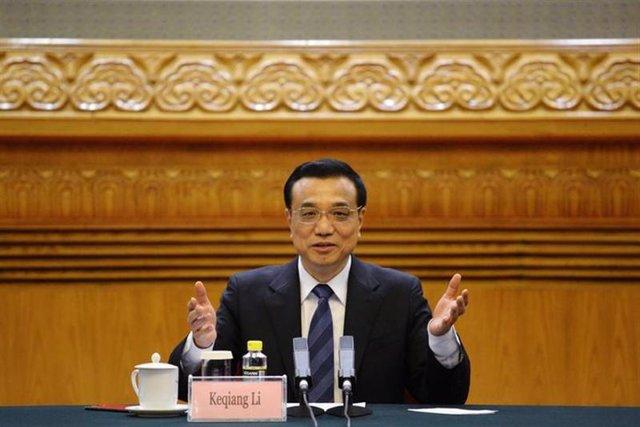 El primer ministro de China, Li Keqiang habla durante un foro con líderes de negocios en el Gran Salón del Pueblo de Pekín.