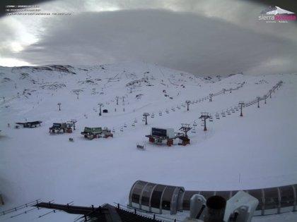 Cerrada la estación de esquí de Sierra Nevada por rachas de viento de más de 100 kilómetros por hora