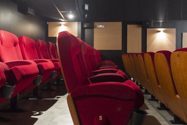 Butaques d'una sala de cinema (arxiu)
