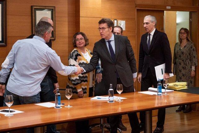 El presidente de la Xunta, Alberto Núñez Feijóo, y el conselleiro de Economía, Emprego e Industria, Francisco Conde, se reúne con el comité de Alcoa San Cibrao.