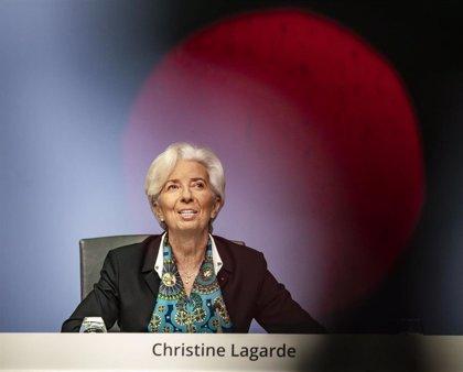"""Lagarde destaca el trabajo """"consensuado"""" con el banco central de Holanda tras las críticas a Draghi"""