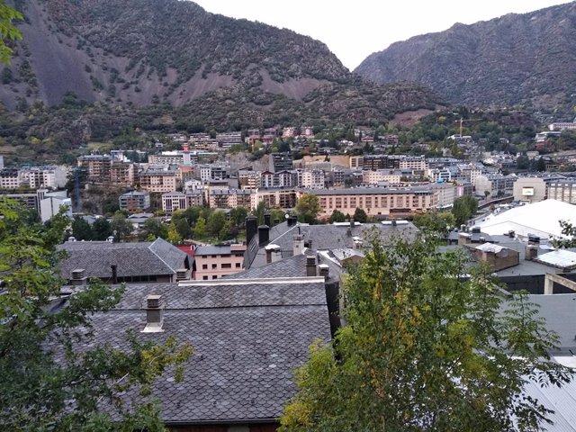 Vista del centre d'Andorra la Vella des del Rec de l'Obac