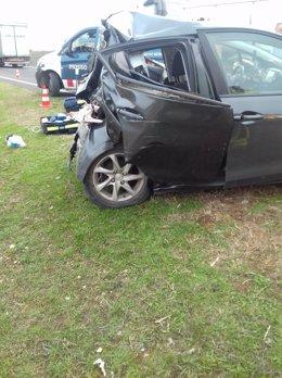 Vehicle accidentat a l'Autovia A-2 al terme municipal de Bellpuig