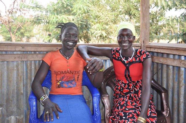 Nyakier y Nyajima en el campo de refugiados de Nguenniyyiel