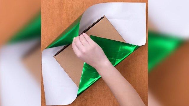 Trucos para envolver regalos: La envoltura en diagonal y otras soluciones que se han hecho virales