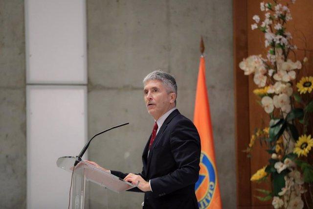 El ministre de 'Interior en funcions, Fernando Grande-Marlaska durant la seva intervenció en l'acte de lliurament de les Medalles al Mèrit de Protecció Civil 2019 a l'Escola Nacional de Protecció Civil (ENPC), a Madrid (Espanya), 18 de desembre del 2019.