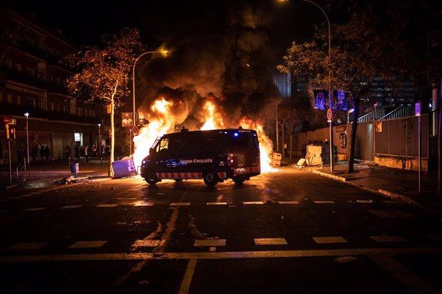 Incidents després de la manifestació convocada per Tsunami Democratic pel partit entre el FC Barcelona-Reial Madrid en el Camp Nou, a 18 de desembre de 2019