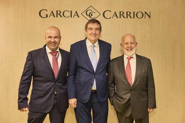 García Carrión dona 250.000 litros de zumo a la Federación Española de Bancos de