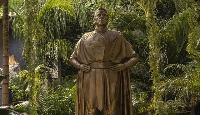 Estatua de Ozymandias en la serie Watchmen