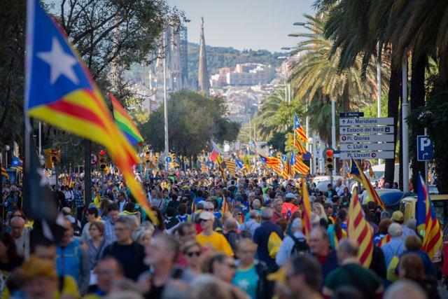 Manifestación de ANC y Òmnium Cultural contra la sentencia del proceso independentista, con el lema 'Libertad', en la calle Marina de Barcelona el 26 de octubre de 2019