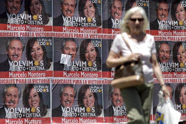 Carteles electorales de Alberto Fernández y Cristina Fernández