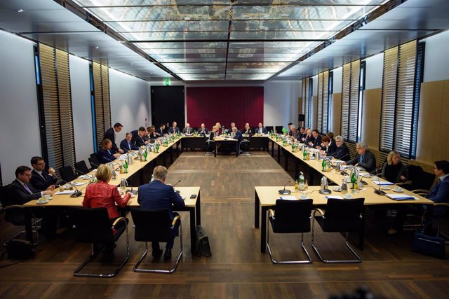 18 December 2019, Berlin: Members of the Mediation Committee of the German Bundesrat sit together at a meeting room prior to the start of deliberations on the German government's climate package. Photo: Gregor Fischer/dpa